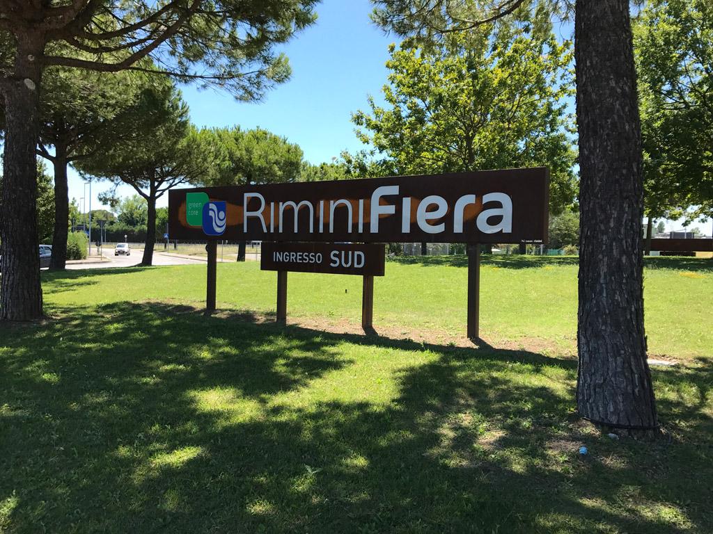 Progetto Di Arredo Urbano.Complementi Arredo Urbano Neon Rimini Group